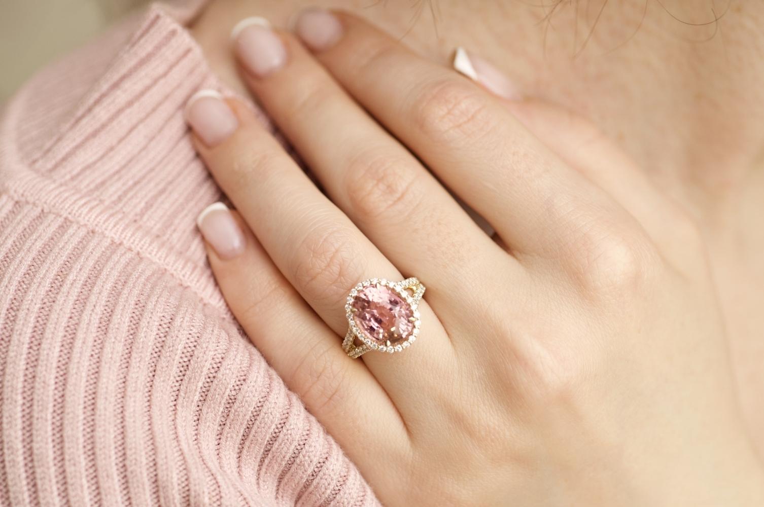 Кольцо с турмалином и бриллиантами в желтом золоте