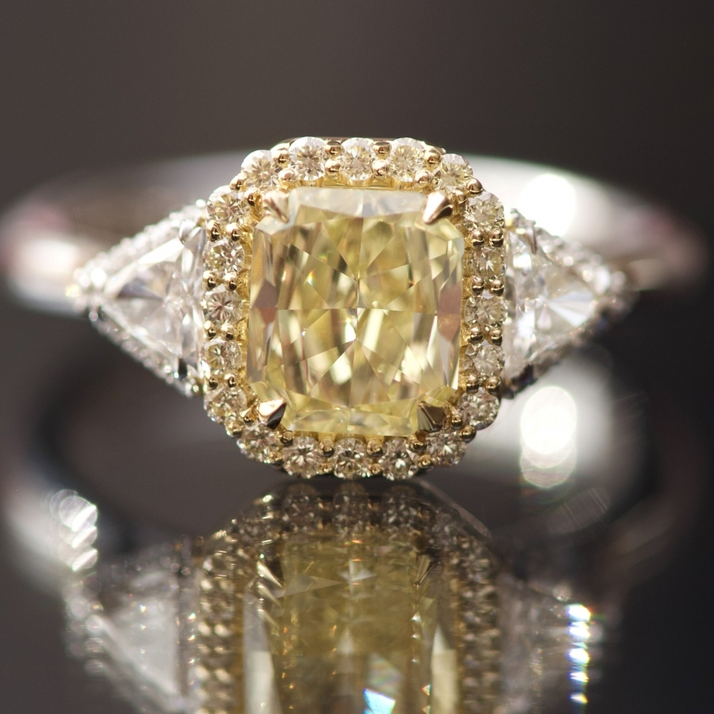 Кольцо с желтым бриллиантом 2 карата