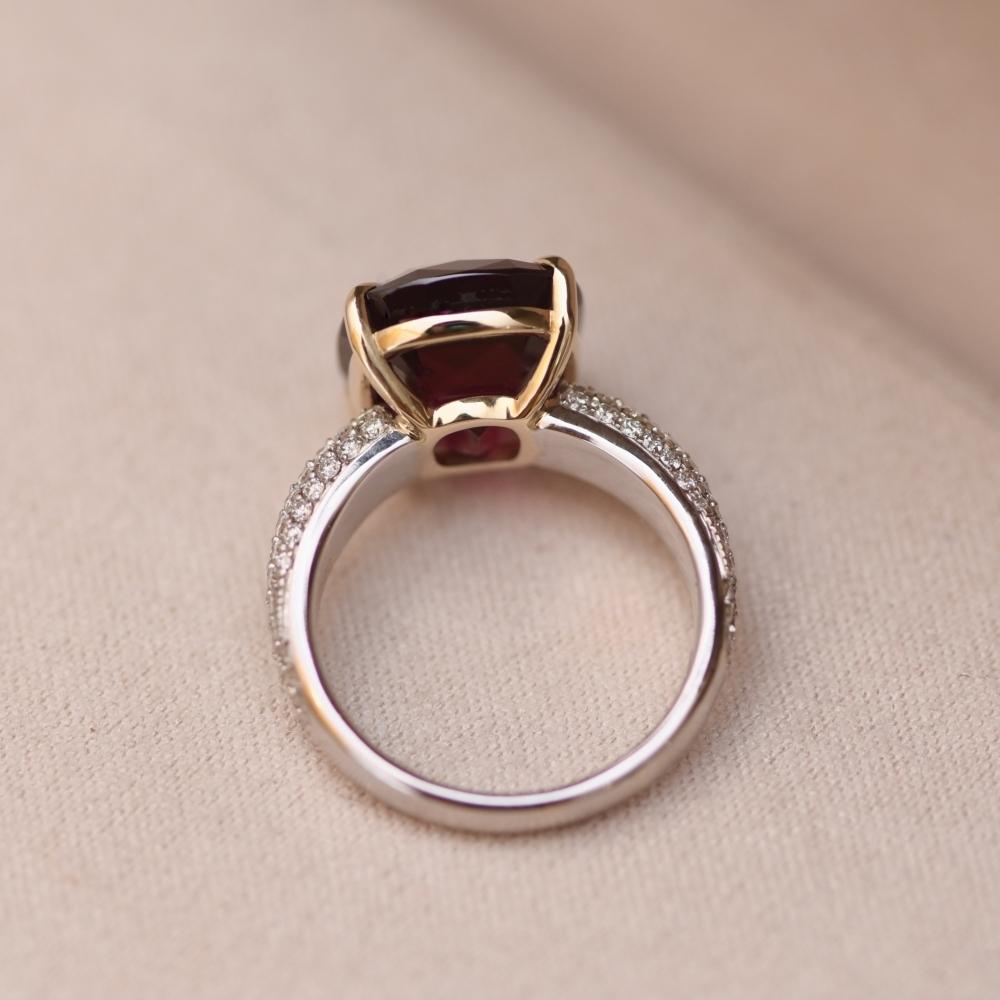 Кольцо c гранатом родолитом и бриллиантами