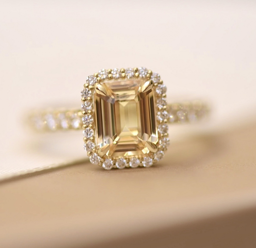 Yellow sapphire and diamonds yellow gold ring