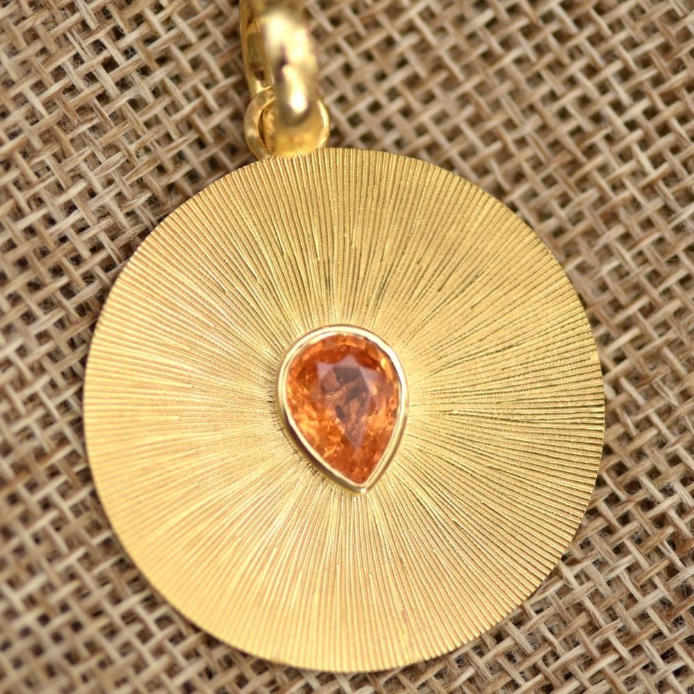 Yellow gold pendant with spessartine garnet