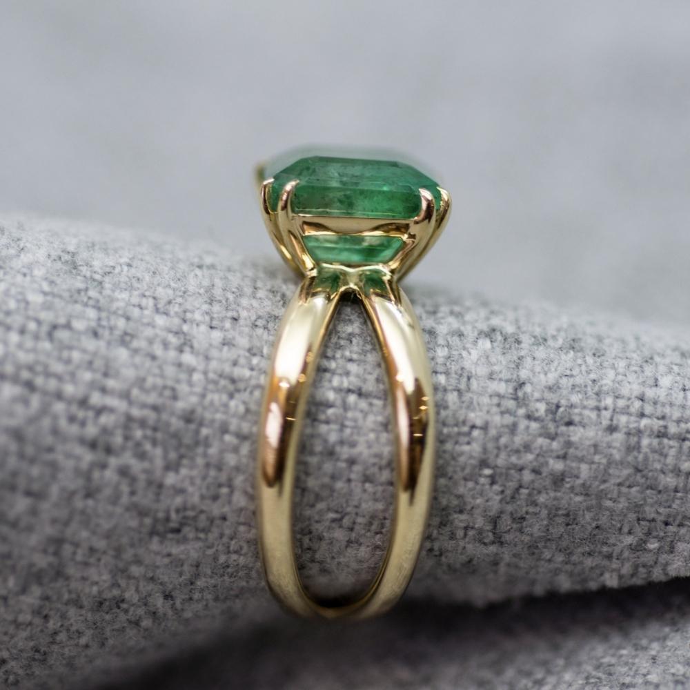 Intense Green Emerald Yellow Gold Ring