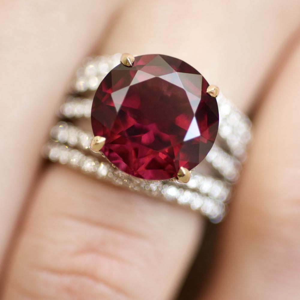 Rhodolite and diamonds transformer ring