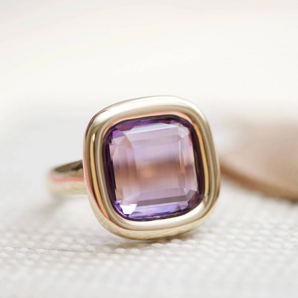 7 Carat Natural Brazilian Purple Amethyst 14 Karat Yellow Gold Ring