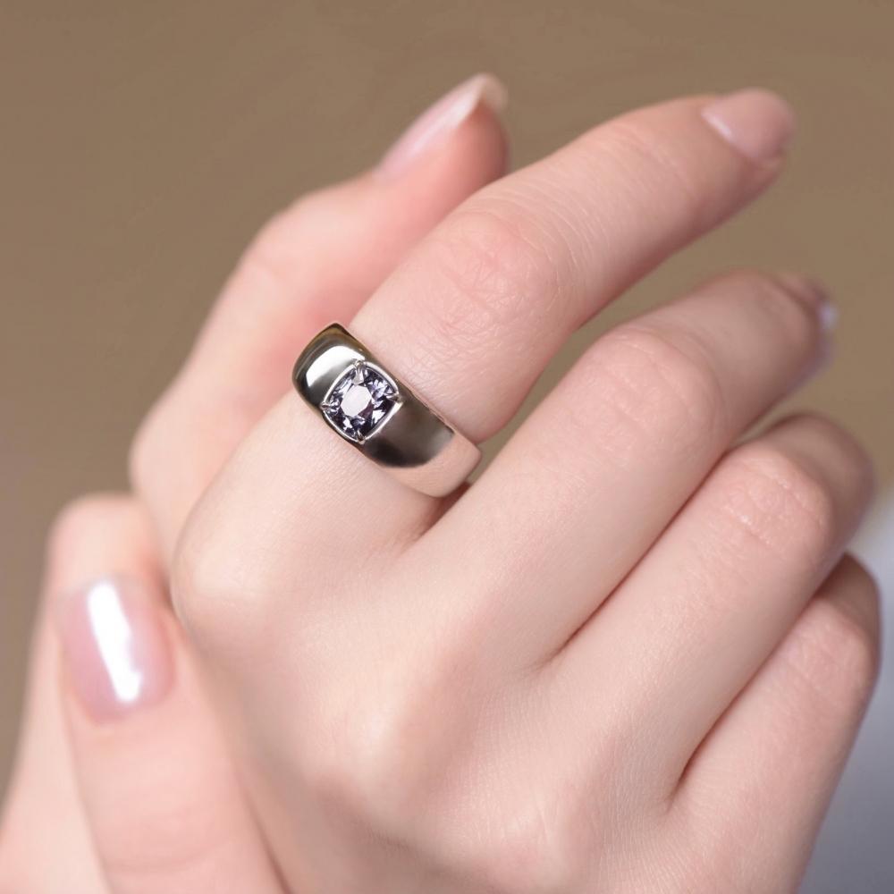 Кольцо перстень с грозовой шпинелью